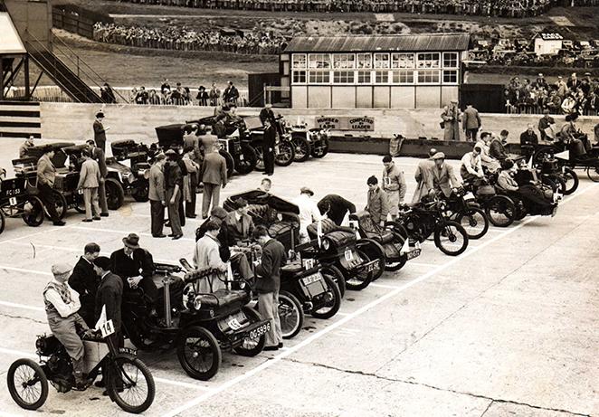 Last race meet 7 August 1939 Veteran Car Race.jpg