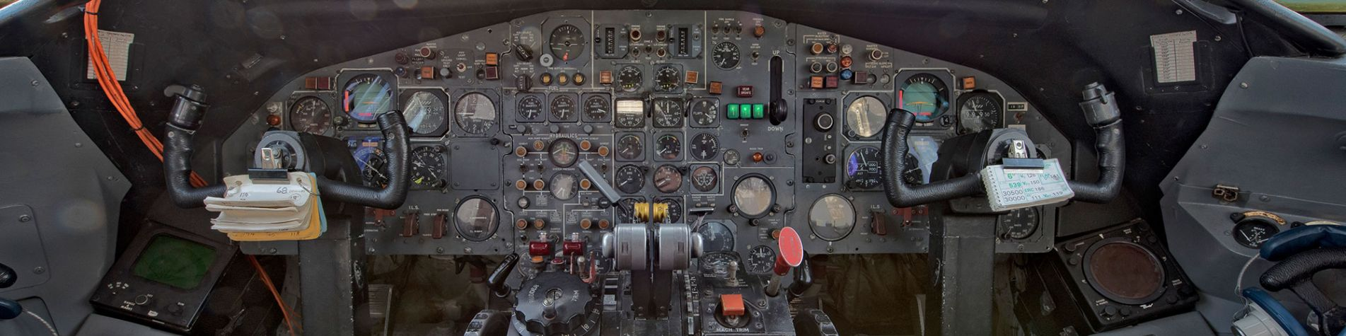 bac-1-11-cockpit-header-zoom.jpg