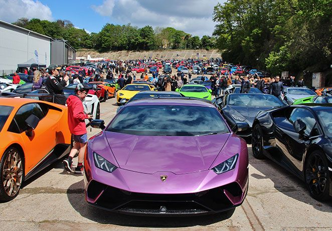 auto-italia-lambo-finishing-straight.jpg