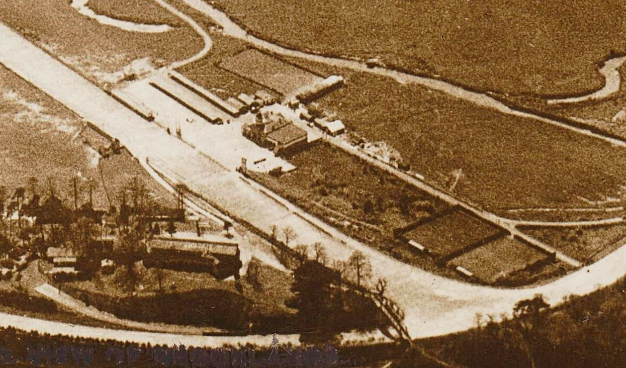 Aerial view of Brooklands from the North probably 1925. Aerophoto postcard D2845.1focussed.jpg