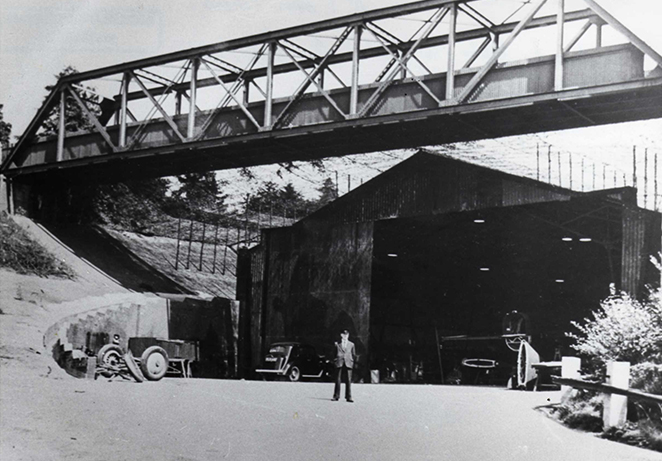 Bellman Hangar 1940 Banking under Members Bridge.jpg