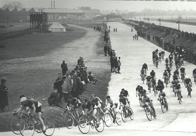 mass start cycle race 1930s archive.jpg
